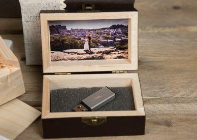 Caja de madera pen-drive